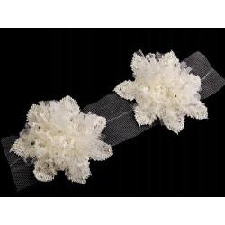 Kwiat koronkowy z kamyczkami